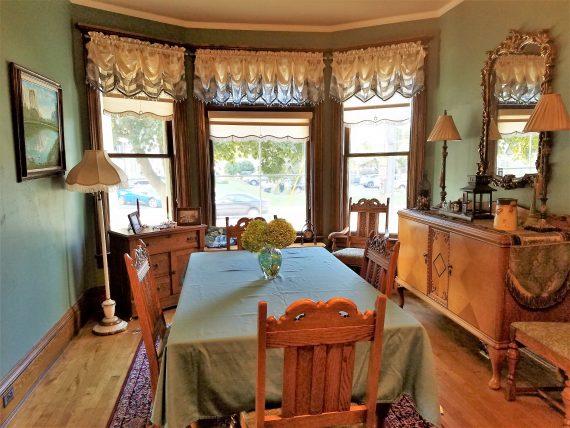 dining room of Franklin Street Inn